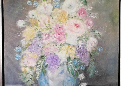 Broget buket i blå vase